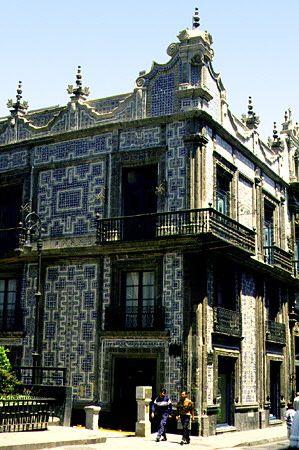 La talavera una hermosa tradici n poblana for Casa de los azulejos historia
