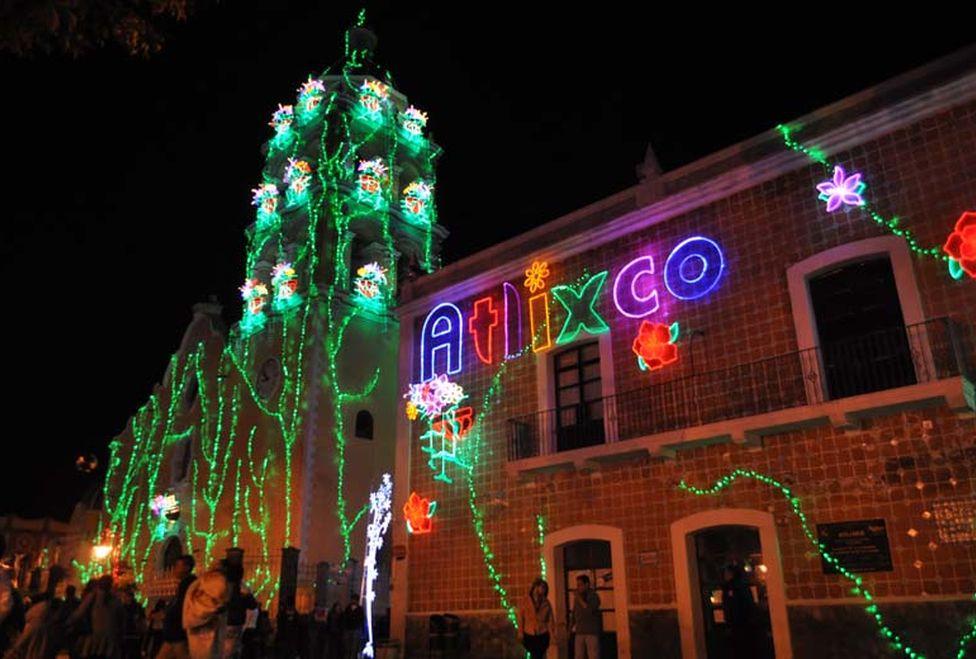 Villa iluminada en Atlixco, Puebla