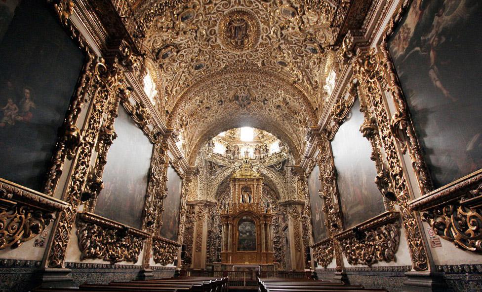 Interior de la Capilla del Rosario en Puebla